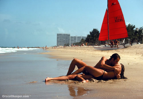 Photo of couple kissing on the beach in Miami