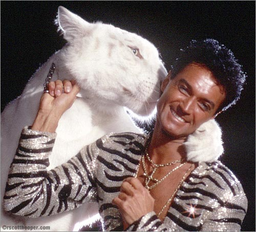 Photo of Roy Horn and White Tiger